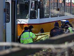 Трамвай и автобус се удариха на кръстовище в София