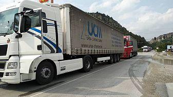 Челна катастрофа затвори пътя Ботевград - Мездра