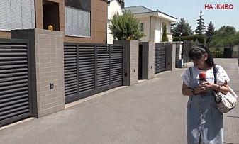 Ива Николова пред къщата на Трифонов: Да не би да е отвлечен?