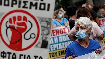 Протести на гръцки медици срещу задължителното Covid ваксиниране