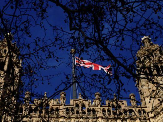 Британското правителство обмисля как да се справи с недостига на работници